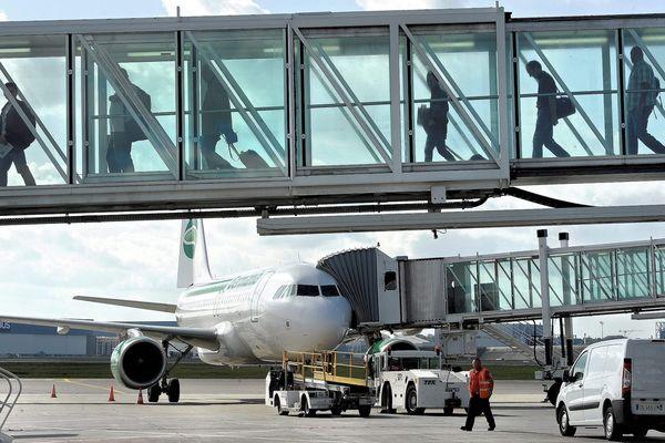 Embarquement de passagers à l'aéroport de Toulouse-Blagnac