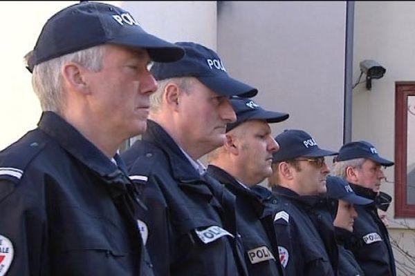 La mort des deux policiers a suscité une grande émotion parmi la police