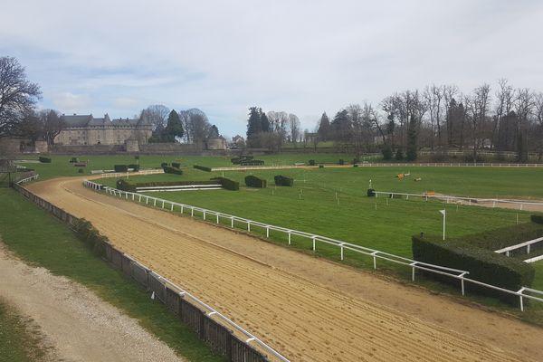 L'hippodrome de Pompadour, et son parcours de cross de vingt hectares.
