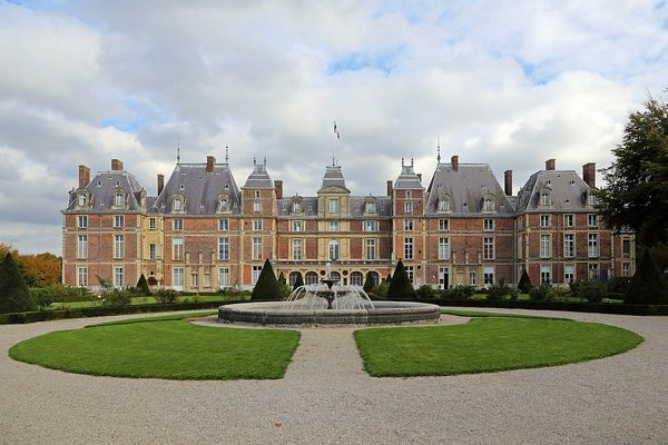 En Seine-Maritime, à Eu, le château connaîtra ce MERCREDI un ciel nuageux en matinée avant l'arrivée des éclaircies.