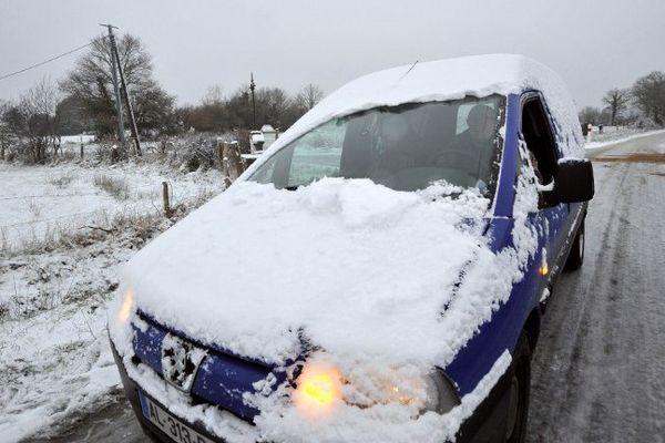 Une route gelée à Vigneux-de-Bretagne en 2013