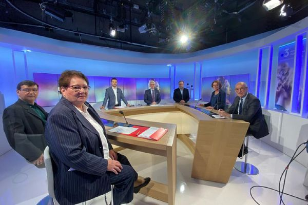Un débat entre 4 candidats aux élections départementales en Haute-Loire s'est tenu lundi 7 juin sur le plateau de France 3 Auvergne.