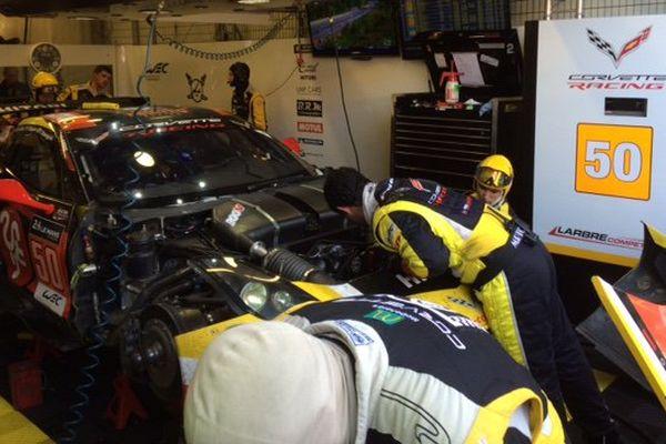 La Corvette aux stands après l'accident