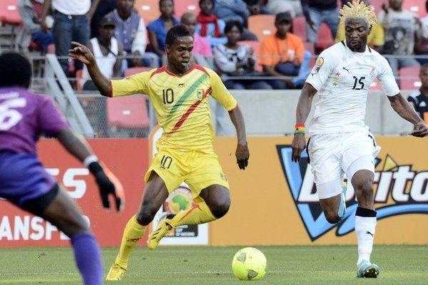 L'international malien Modibo Maïga ( en jaune) veut retrouver Francis Gillot à Bordeaux