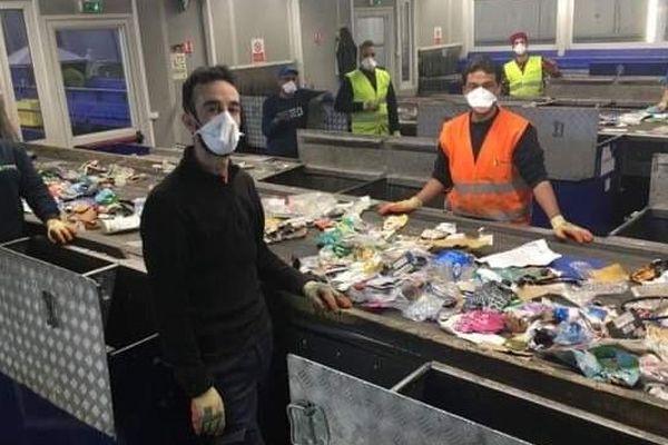 Des agents protégés mais ulcérés de voir le non-respect par certains habitants des règles de tri, d'hygiène et de sécurité face à la menace de propagation du coronavirus via les déchets.