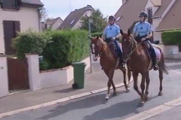 Une patrouille à Cheval à Noisy-le-Roi (Yvelines).