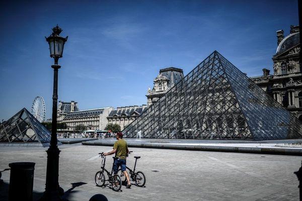 La pyramide du Louvre photographiée le 6 août 2020.