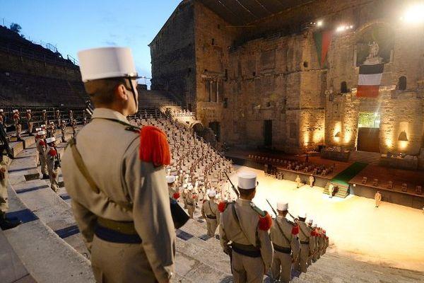 Une cérémonie chargée d'émotion dans le théâtre antique d'Orange.