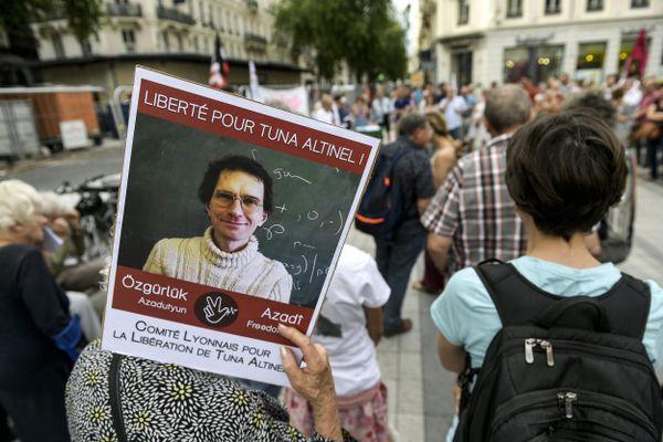 le 11 juillet 2019 -Rassemblement place de la République à Lyon en soutien à Tuna Altinel, enseignant chercheur à l'université Lyon 1