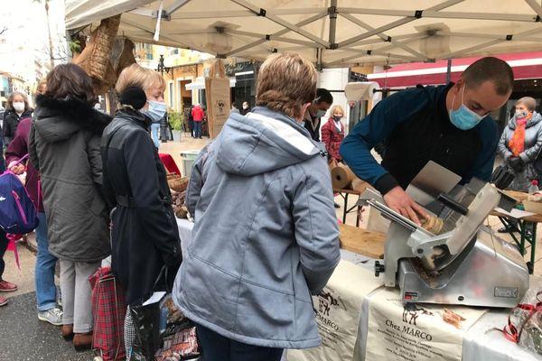 Samedi 16 janvier, les producteurs des vallées sinistrées ont pu bénéficier d'un emplacement gratuit au marché de Cagnes-sur-Mer.