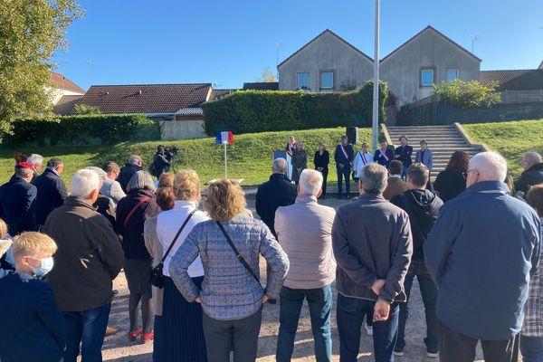 La place a été inaugurée ce samedi 16 octobre en présence d'élus de la Nièvre. 70 personnes environ étaient présentes