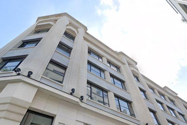 Le bâtiment est situé au 79, avenue des Champs-Elysées.