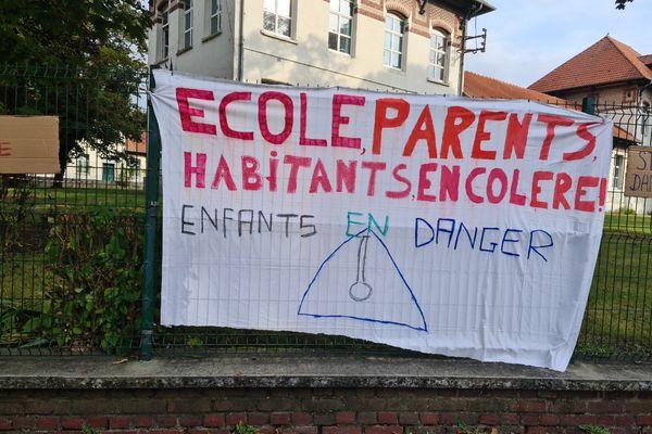 Les parents d'élèves ont tenu à montrer leur mécontentement, ce vendredi 10 septembre.