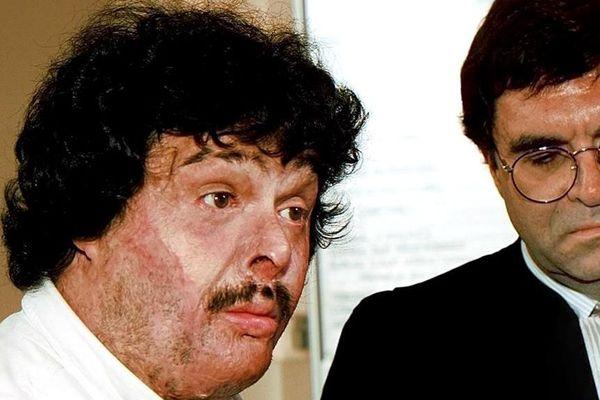 Latif Colak donne une conférence de presse au palais de justice de Béthune en 1997, le premier jour du procès de la catastrophe de Metaleurop.