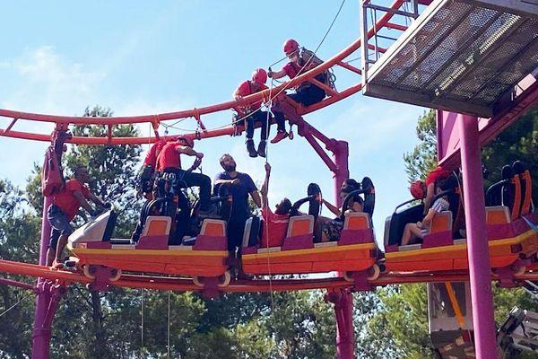 Saines et sauves, 8 personnes ont été secourues alors qu'elles étaient bloquées à  neuf mètres de haut dans une attraction de Magic Park Land à Ensuès-la -Redonne.