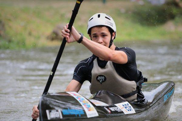 Matteo Zanni ( Périgueux ) champion de France par équipe en Kayak cadets