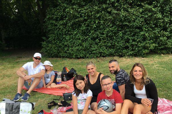 Ils sont venus entre amis fêter la fin du confinement au parc de Champagne !