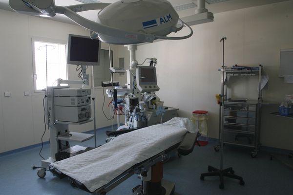 Pour garder des lits et des équipes disponibles, les cliniques se sont vidées de leurs patients.
