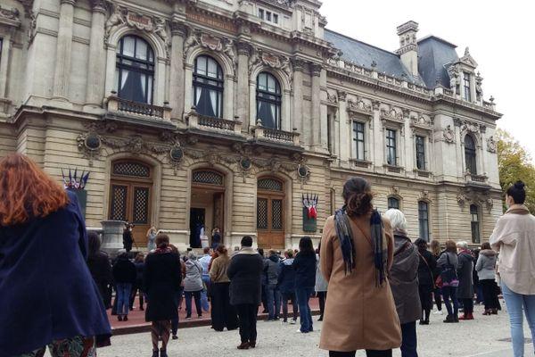 Hommage à Samuel Paty devant la préfecture du Rhône