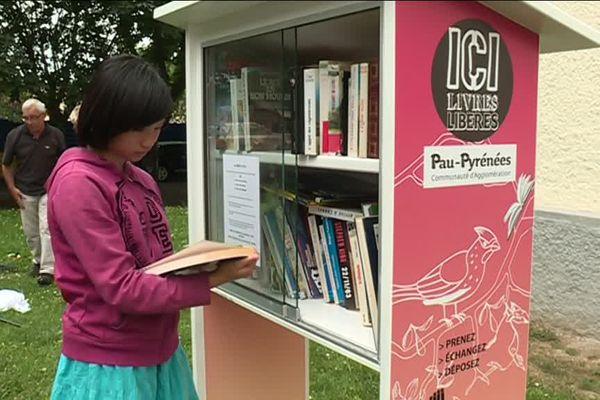 Les boîtes à lire permettent de s'échanger des livres sans restriction.