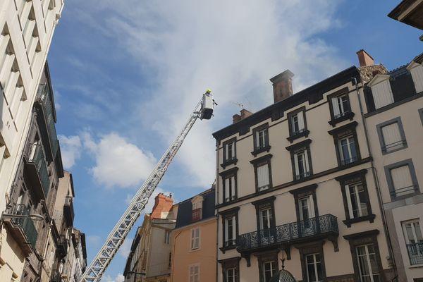 Un incendie s'est déclaré dans le centre-ville de Clermont-Ferrand, mardi 9 avril, en fin de matinée.