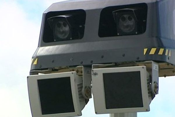Sur la RN 88 à Landos entre Le Puy-en-Velay et Pradelles, un radar vous surveillera désormais sur un trajet de huit kilomètres : Le premier radar tronçon du département de la Haute-Loire a été installé dans la nuit du 12 au 13 septembre.