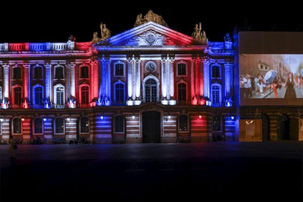 Le Capitole éclairé en bleu, blanc, rouge pour la fête nationale le 14 juillet dernier.