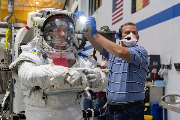 Lors de sa prochaine expédition dans l'espace, Thomas Pesquet devra réaliser une centaine d'expériences scientifiques à bord de la Station spatiale internationale.