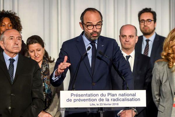 De gauche à droite, les ministres Laura Flessel (Jeunesse), Gérard Collomb (Intérieur), Agnès Buzyn (Santé), le Premier ministre Édouard Philippe, les ministres Jean-Michel Blanquer (Education), Mounir Mahjoubi (Numérique) et Nicole Belloubet (Justice)