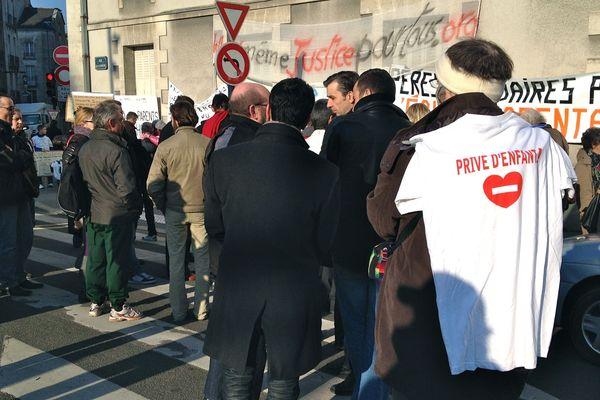 """""""SVP Papa"""" 60 manifestants à 10h à Nantes"""
