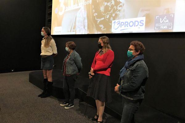 """Clara, Martine et Gwenola en compagnie de la réalisatrice Pascale Fournier lors de la projection de """"Unique en Mon Genre"""" au cinéma Katorza de Nantes le 1er octobre 2021"""