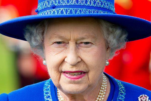 Elizabeth II va-t-elle devoir affronter le premier mouvement social de son personnel ?