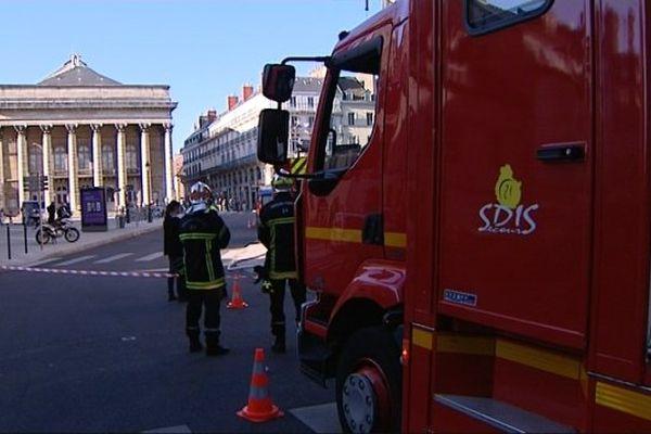 Une fuite de gaz, place du Théâtre, a perturbé la circulation dans le centre-ville de Dijon jeudi 23 avril 2015.