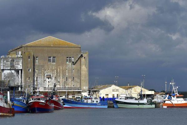Des bateaux de pêche dans le port de Kéroman à Lorient