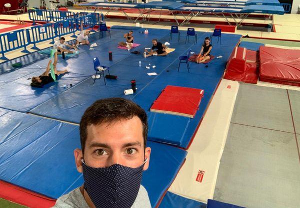 Tristan Lajarrige, entraîneur masqué du pôle France de Trampoline, à l'Azur Arena d'Antibes.