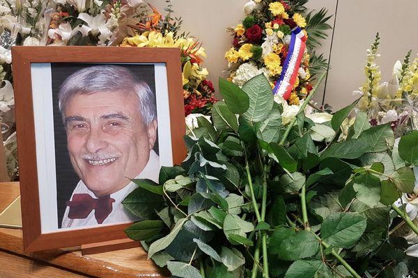 Les obsèques du célèbre Chef d'orchestre, pianiste et compositeur Claude Vasori dit Caravelli, décédé au Cannet le 1er avril se sont déroulées ce mardi à Cannes-Le Bocca.