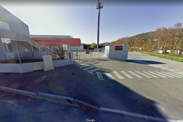 Une odeur de gaz à Auriol près d'une école oblige près de 230 personnes a être confinées dans un gymnase en attendant l'intervention des pompiers.
