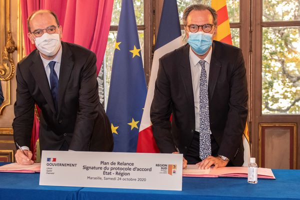 Le premier ministre Jean Castex et le président de la région Sud Renaud Muselier signent le protocole d'accord