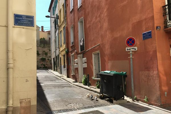 La victime, un homme de 31 ans a été retrouvée vers 23 h dimanche 2 mai gisant sur le sol, à l'angle desrues Dugommier et Camille Jourdan à Perpignan.
