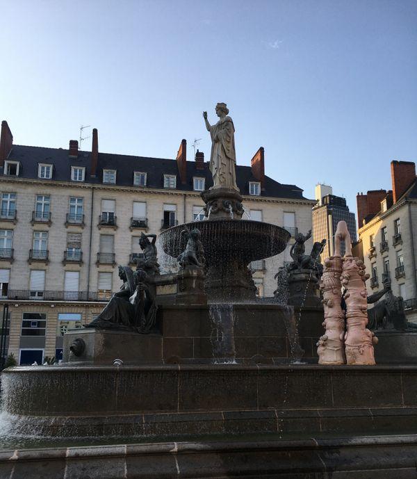 """La """"Fontaine"""" d'Elsa Sahal trône place Royale."""