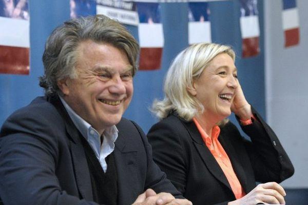 Gilbert Collard et Marine le Pen à St Gilles lors de la réunion publique du 17 mars 2014