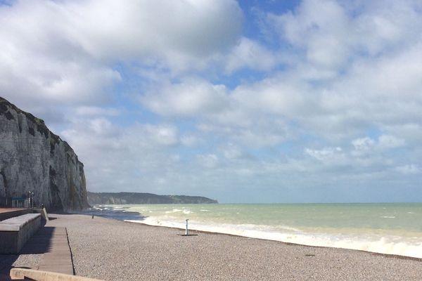 La plage de Dieppe, 1 kilomètre et demie est vaste. Elle permet d'envisager une réouverture. La sagesse des hommes fera le reste....