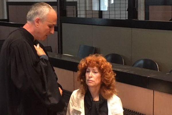 Annie Slama accusée du meurtre de son mari à l'ouverture de son procès à Aix-en-Provence.