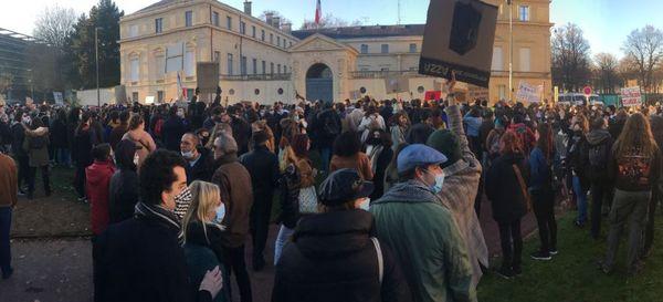 Slogans, toutes générations, la manifestation de Caen est celle qui a rassemblé le plus de monde dans la région, ce 28 novembre 2020