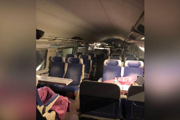 Les passagers du TGV ont du dormir dans le train.