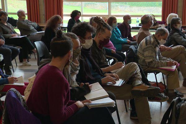 28 associations ont rejoint l'appel d'Écologicaction71 pour s'opposer à l'implantation d'un projet hôtelier de 90 hectares en forêt, en plein cœur du charolais.