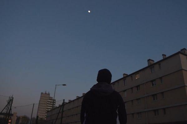 """Image extraite de """"Hybride horizon"""", film tourné à Petit-Quevilly et lauréat de l'édition 2021 du concours """"filme ton quartier"""""""