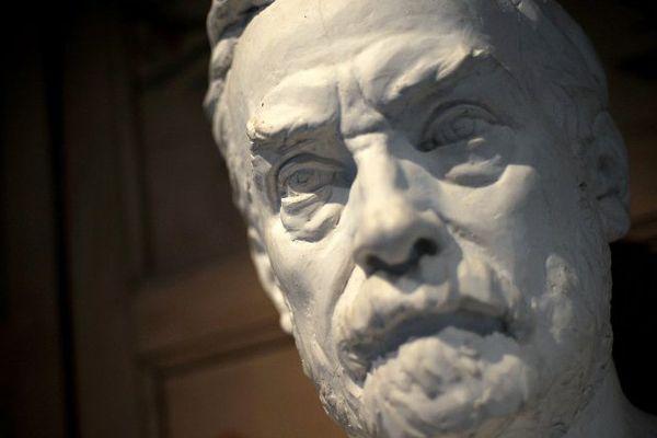Louis Pasteur et son buste dans la maison où il travailla à Arbois dans le Jura