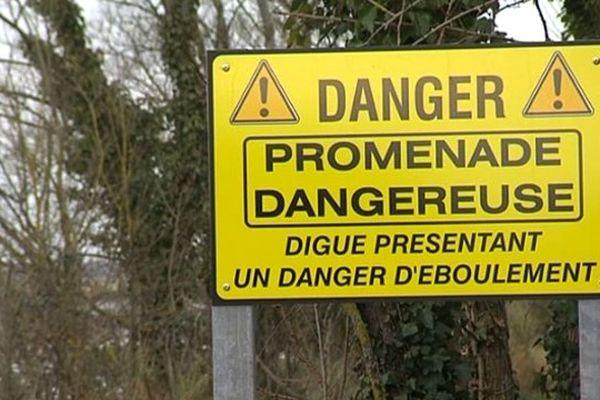 Le 30 octobre 2011, la digue de l'Orne cédait à Amfreville. A l'approche des grandes marées, le maire est inquiet.