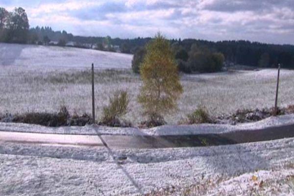 A Neuvic, en Corrèze, la neige s'étalait à perte de vue ce matin.
